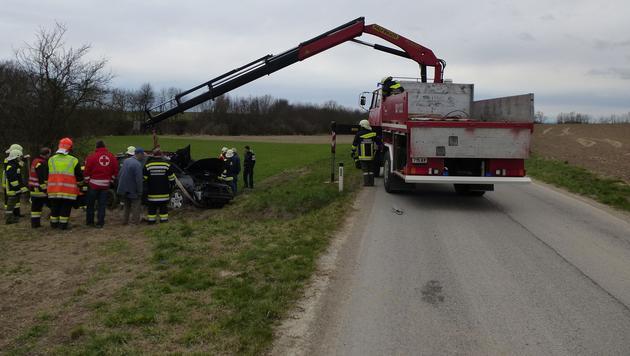 NÖ: Pkw überschlug sich mehrmals - Lenker verletzt (Bild: FF Großweikersdorf)
