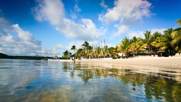 Sonne, Strand und Palmen beim Urlaub auf Mauritius (Bild: thinkstockphotos.de)