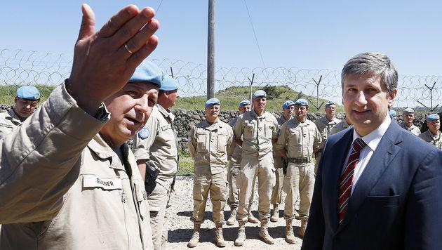 "Spindelegger bei Golan-Truppe: ""Danke euch allen"" (Bild: APA/DRAGAN TATIC)"
