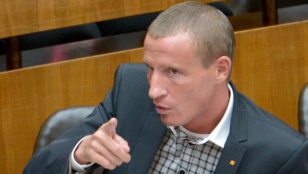"""Petzner sieht NR-Wahlkampf des BZÖ """"nicht gefährdet"""" (Bild: APA/ROLAND SCHLAGER)"""