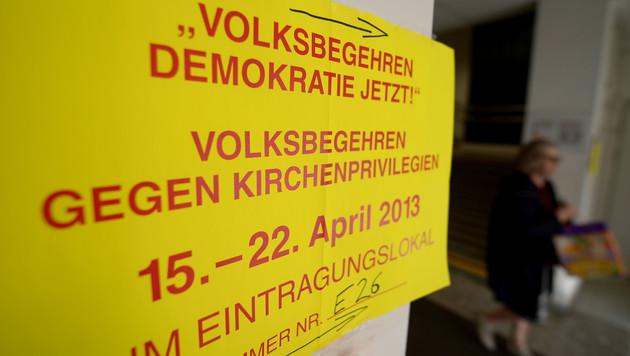 Volksbegehren: Beide Initiativen klar unter 100.000 (Bild: APA/ROLAND SCHLAGER)