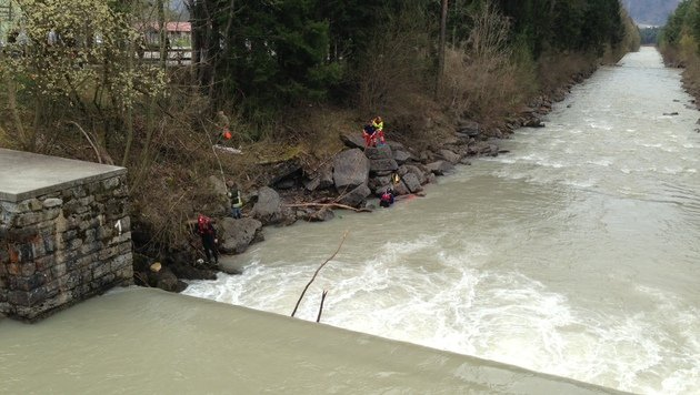24-Jähriger watet in Fluss - von Strudel in die Tiefe gezogen (Bild: Polizei)