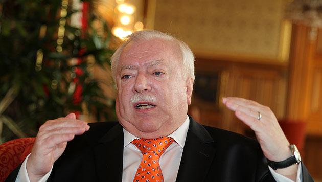 """Häupl: """"Straches Badehosen-Politik entbehrlich"""" (Bild: Zwefo)"""