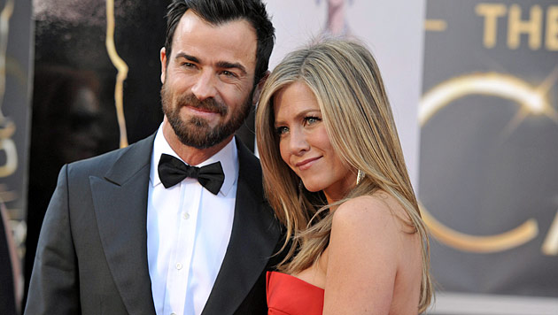 Aniston & Theroux sollen ihre Hochzeit verschoben haben (Bild: AP)