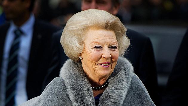 Betonfrisur von Königin Beatrix bei Untertanen beliebt (Bild: EPA)