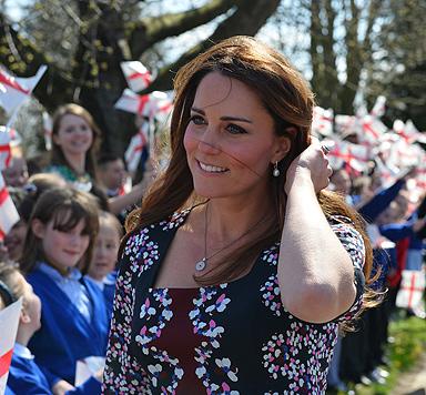 """Kates 1.200-Euro-Kleid """"sieht aus wie Omas Tischdecke"""" (Bild: AFP)"""