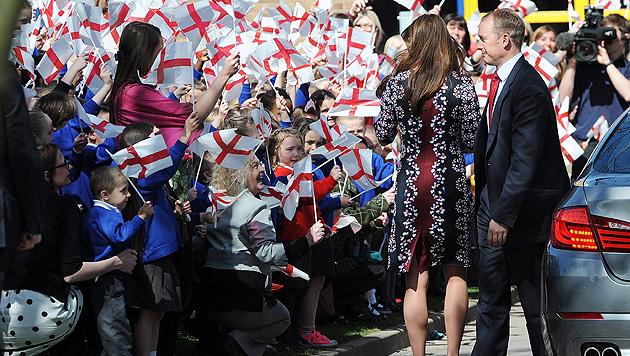 "Kates 1.200-Euro-Kleid ""sieht aus wie Omas Tischdecke"" (Bild: EPA)"