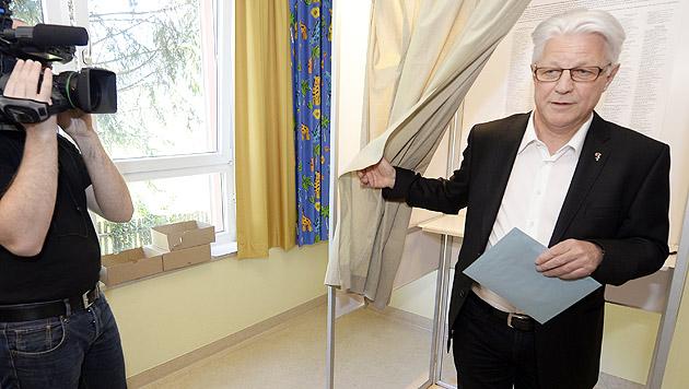Spitzenkandidaten bei Stimmabgabe optimistisch (Bild: APA/Hans Klaus Techt)