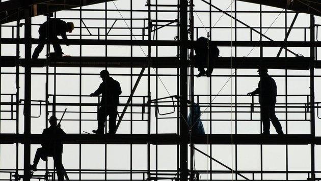 SPÖ und ÖVP kämpfen jetzt um den Arbeitsmarkt (Bild: dpa/Boris Roessler)
