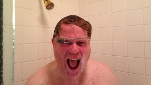 Googles Datenbrille überlebt Dusch-Test unbeschadet (Bild: Robert Scoble/Google)