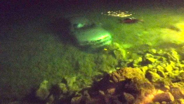 Mit Pkw im Attersee gelandet - beide Insassen unverletzt (Bild: Polizei)