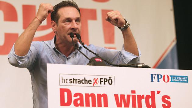 "ÖVP: ""Arbeitsplätze schaffen statt plakatieren"" (Bild: APA/RUBRA)"