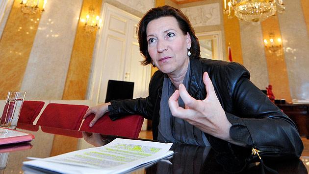 Sexualstrafrecht: Grapscher-Passus bleibt draußen (Bild: APA/Herbert Neubauer)