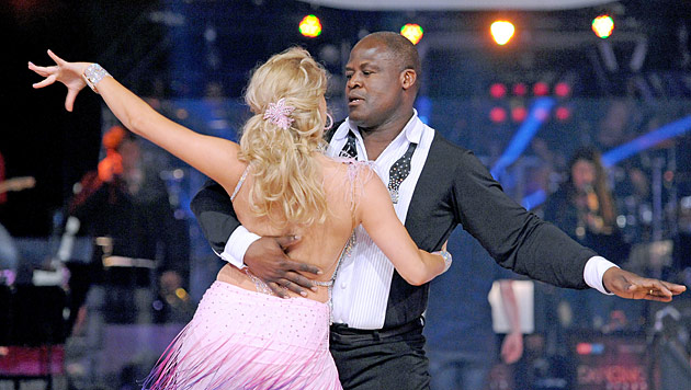 Biko Botowamungu schwang letztes Mal seine Hüften (Bild: ORF/Ali Schafler)