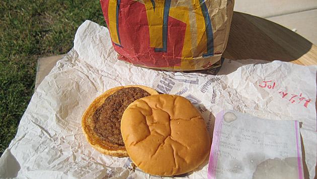 Kaum verändert: Hamburger soll 14 Jahre alt sein (Bild: oldesthamburger.blogspot.com)