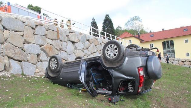 """Pkw-""""Spritztour"""" von Bub (2) in Linz endet mit Unfall (Bild: """"Krone"""")"""
