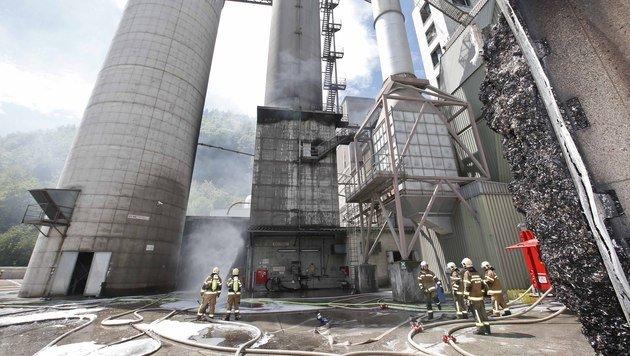 Kohlestaub-Silo in Salzburg brannte - etliche Explosionen (Bild: MARKUS TSCHEPP)