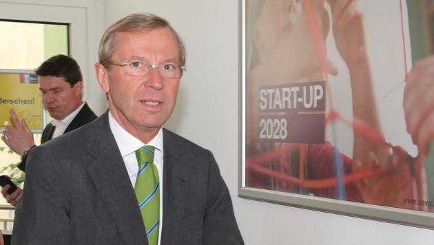 ÖVP lädt Grüne und Team Stronach zu Verhandlungen (Bild: APA/FRANZ NEUMAYR)