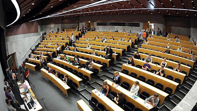 Studienwerbern könnte OGH-Urteil auf den Kopf fallen (Bild: APA/BARBARA GINDL)