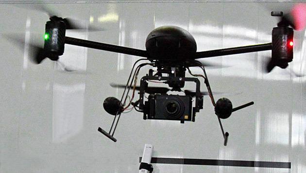 Deutsche Bahn macht mit Drohnen Jagd auf Sprayer (Bild: AP)