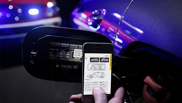 Mercedes will mit QR-Codes auf Autos Unfallopfer retten (Bild: Daimler)