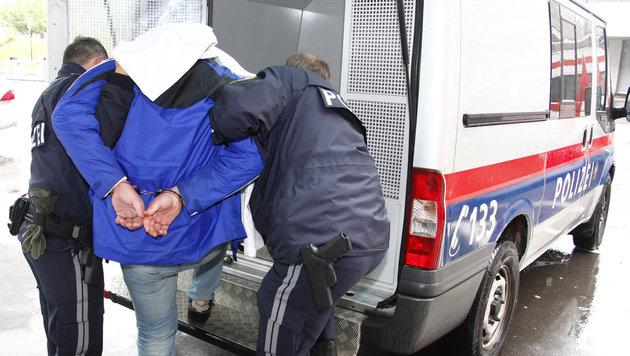 Banküberfall in OÖ: Verdächtiger (15) in Anstalt überstellt (Bild: APA/CHRISTIAN KLOIBHOFER/KLOIBHOFER)