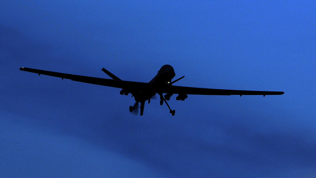 Drohnen sollen künftig Flüchtlingsboote finden (Bild: AP)