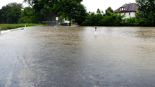 Hochwasser: Generalalarm in NÖ, Muren in Vbg (Bild: EPA)