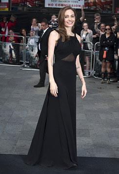 Angelina Jolie zeigt sich stolz bei Brad Pitts Filmpremiere (Bild: AP)
