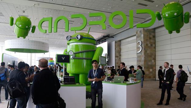 Google zeigt Flagge auf Handys mit Standard-Android (Bild: AP)