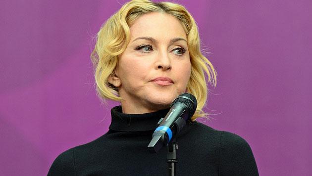 Madonna schockt mit aufgedunsenem Gesicht (Bild: AP)