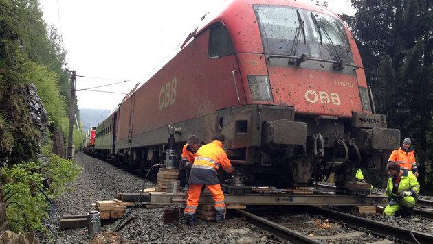 Pegel in Salzburg gehen zurück ++ Zug in Tirol entgleist (Bild: ZEITUNGSFOTO.AT/DANIEL LIEBL)