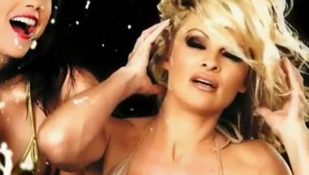 Pamela Anderson ist viel zu sexy für die Briten (Bild: Zoom.in)