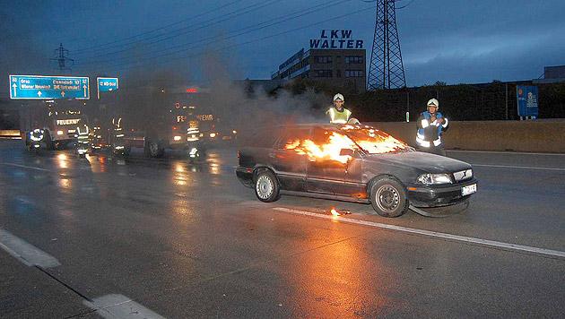 Pkw-Lenker in seinem Auto auf der A2 verbrannt (Bild: APA/LUKAS DERKITS/PRESSESTELLE B/PRESSESTELLE BFK-M)
