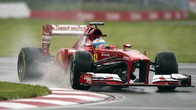 Alonso am Freitag knapp vor Hamilton Tagesschnellster (Bild: AP)