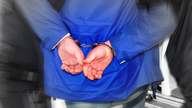 Wien: Rabiater Betrunkener ging auf Polizisten los (Bild: APA/CHRISTIAN KLOIBHOFER/KLOIBHOFER.AT (Symbolbild))