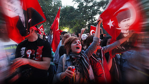 "FP-Politiker: ""600 Projektile gegen Türken-Demo"" (Bild: AP)"