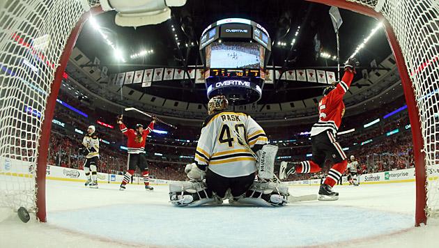 Chicago Blackhawks gewinnen 1. Finale in  3. Verlängerung (Bild: AP)