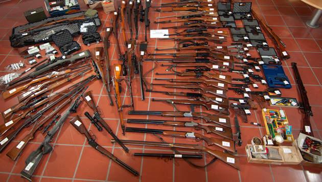 Salzburger Polizei deckt illegalen Waffenhandel auf (Bild: LPD)