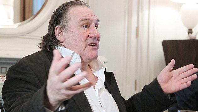 Depardieu will jetzt auch algerischen Pass beantragen (Bild: EPA)
