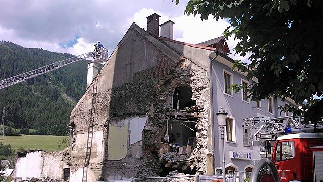 Mauer stürzte ein: Zwei Bauarbeiter angezeigt (Bild: FF Trieben)