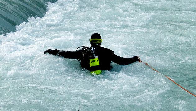 Fünf Kinder aus reißendem Fluss in Salzburg gerettet (Bild: APA/FF HALLEIN)