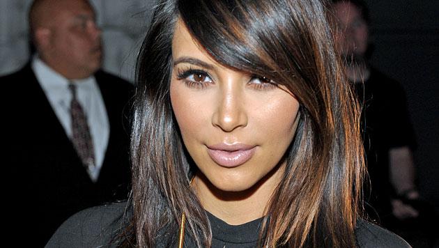 Kim Kardashian: Streit um TV-Auftritt des Babys (Bild: AP)