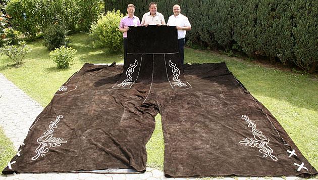 Vermutlich größte Lederhose der Welt in NÖ geschneidert (Bild: APA/WWW.EISENSTRASSE.INFO)