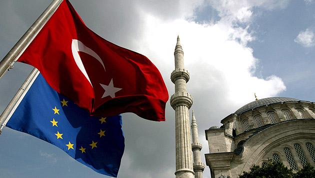 Umfrage: Deutsche gegen EU-Beitritt der Türkei (Bild: EPA)