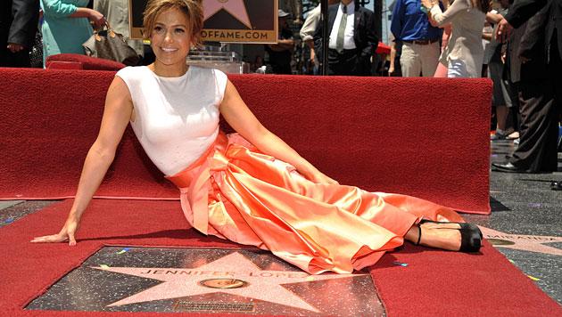 Jennifer Lopez zeigt in neuem Video sexy Kurven (Bild: AP)