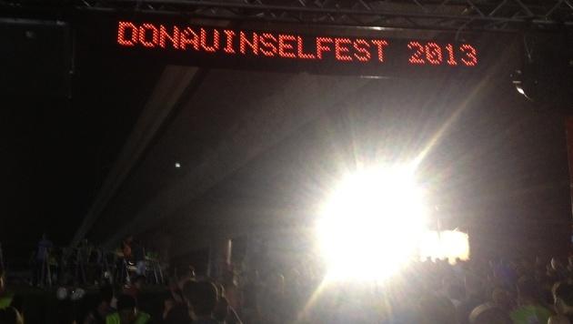 Fulminanter Start für 30. Wiener Donauinselfest (Bild: Scoopshot/Antonia Dangl)