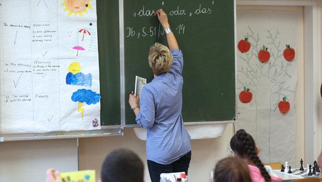 Regierung kommt Lehrern bei Dienstrecht entgegen (Bild: APA/Georg Hochmuth)