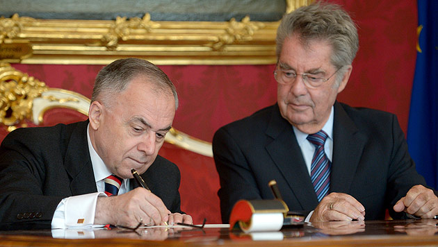 Neue Volksanwälte von Heinz Fischer angelobt (Bild: APA/ROLAND SCHLAGER)
