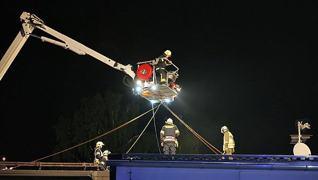 Großalarm in OÖ: Chemiefirma stand in Flammen (Bild: laumat.at/Matthias Lauber)